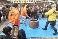 200125春日町本通り餅つき大会01